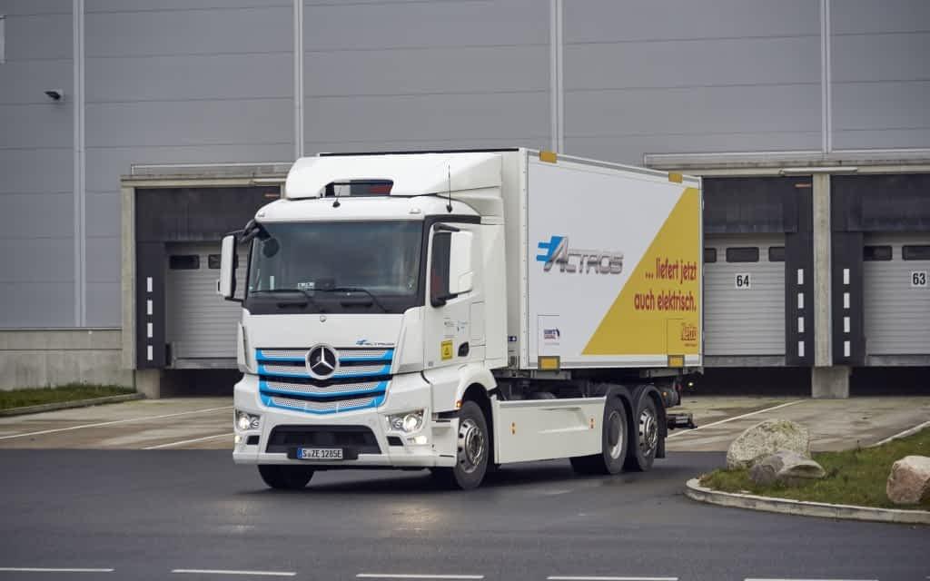 Mercedes-Benz eActros Supplying Supermarkets in Hamburg